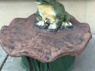 Frog on lilypad Concrete Pedestal  15 W x 13IJH