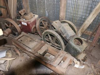 2 STATIONARY ENGINES   CART   AS IS