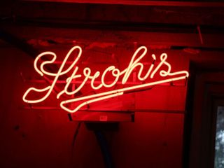 STROH S NEON SIGN   WORKING