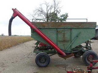 150 Bu  Gravity Wagon w 10ft Hyd  Bristle Auger