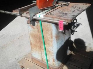 Commercial Quality Table Saw.