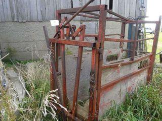 Hagedorn Cattle Chute w Headgate