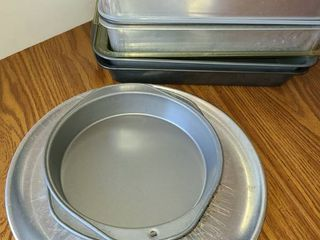 5 Cake Pans Rectangle and 2 Round Cake Pans  Cooling Racks and a Pizza Pan