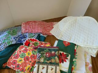 Various Tea Towels  Hot Pads  Hot Mitts  Aaron s  and 2 Covers for Toaster or Whatever