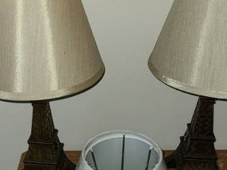 2 Eiffel Tower lamps with 2 extra lamp shades