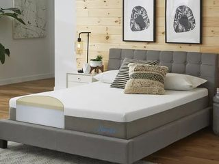 Slumber Solutions Essentials 10 inch Memory Foam Mattress   White   Full   Medium