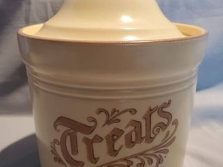 Pfaltzgraff TREATS Canister with lid