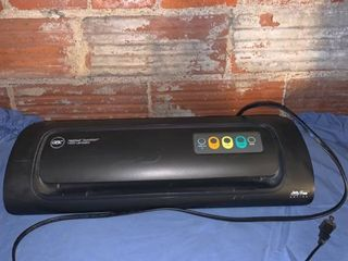 GBC HeatSeal QuickStart H320 laminator Powers On location Shelf 3