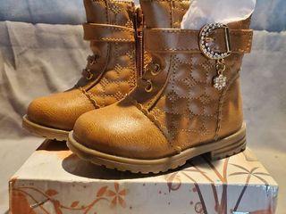 NIB lUCITA Kids Size 4 Brown leather Boots