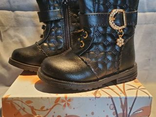 NIB lUCITA Kids Size 4 Black leather Boots with Flower Jewl and Side Zipper