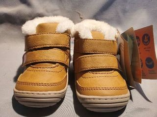 New Surprise Kids Size 3 Eskimo Style Brown leather Books with Velcro Straps