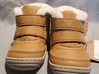 New Kids Size 4 Tan leather Eskimo Style Boots woth Velcro Straps