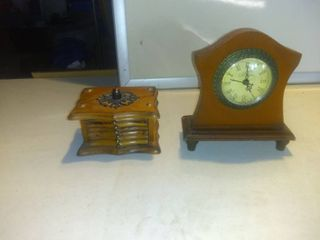lot Of 2 Vintage Items Winchester Mantle Clock With Coasters In Great Condition Shelf D