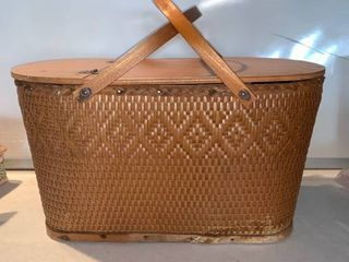 Vintage Wicker Picnic Basket location Shelf E