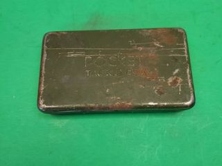VINTAGE POCKET TACKlE BOX