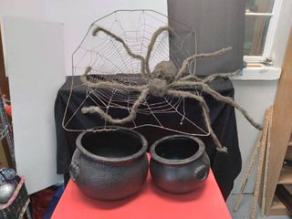 Spider In Web   Witch Pots