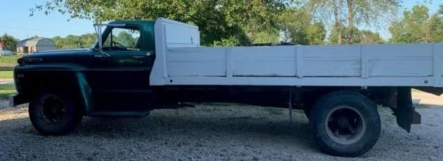 69 Ford F 600 2 Ton Grain Truck