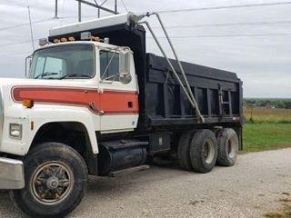 95 l8000 Ford Dump Truck  8 3 Cummins