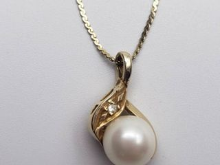 14K Yellow Gold Pearl with Diamond Accent 18 in  Necklace   2 grams
