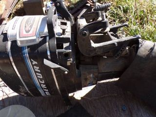 MERCURY BOAT MOTOR 20 HP   FOR PARTS OR NEW lOWER UNIT