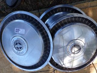 15  FORD HUBCAPS