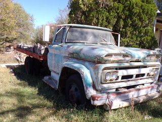 196IJ CHEVY TRUCK W lIFT BED   COMES W TITlE