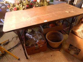 Table w Folding legs