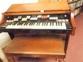 Organ   Extravoice by Hammond  with bench