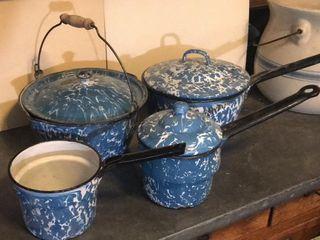Blue   White Swirl Covered Pan