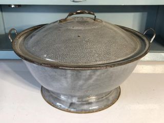 18  Graniteware Pot w  lid
