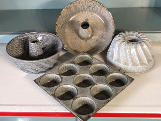 3  Baking Molds and Muffin Tin