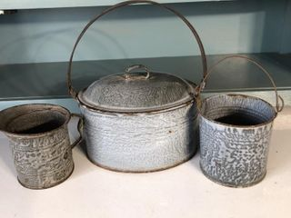 Graniteware Oval Bucket with lid and Pail
