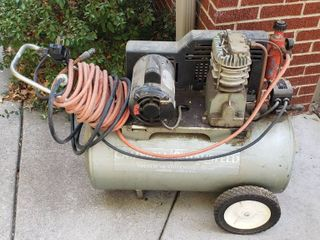 Campbell Hausfeld 1 1 2 HP Air Compressor with Special Electric Plug and Extra Cord  see pix    Works