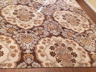 9 ft  x 12 ft  Area Rug w 2 Rug Stay Pads