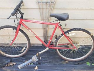 Suntour 21 speed Men s Bicycle   Flat Tires  may need replaced    Spalding Hand pump included