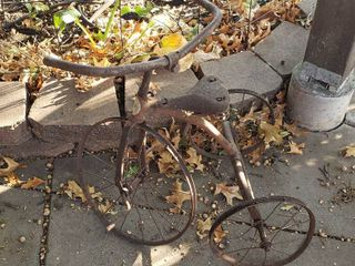 Rusty Speed Nonpareil Bicycle Works St  louis USA Tricycle   Yard Decor   24 in  tall