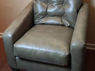 lazBoy Olive Green Vinyl Upholstered Occasional Chair   32 x 34 x 35 in  Seat  21 in