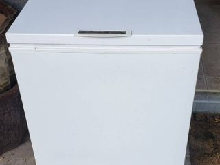 Frigidaire HD Commercial Chest Freezer   27 x 24 x 35 in  tall   works