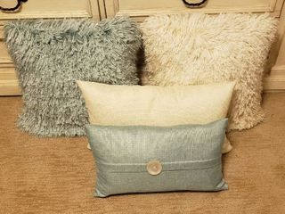 2 Shaggy Accent Pillows  18 x 18 in  and Rectangular Tweed Material Accent Pillows  20 x 10 in