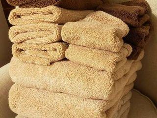 4 Tan Bath Towels  6 Hand Towels  3 tan 3 brown  and 5 Washcloths  2 tan   3 brown