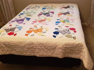Butterfly   Flowers Quilt   73 x 84 in    stain