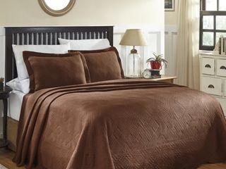 Superior 100 Percent Cotton Geometric Fret Scalloped Matelasse Bedspread