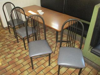 TABlE W  4 CHAIRS