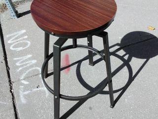 Rod Iron Bar Stool w round wooden seat