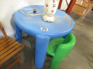 Plastic Child s Table w  2 Chairs