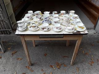 lot To Include Table With Enamel  25  Tea Cups