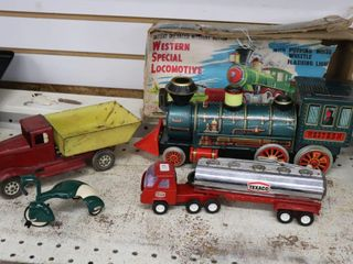 GROUP OF ASSORTED TIN TOYS