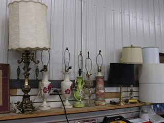 lARGE GROUP OF TABlE lAMPS AND SHADES