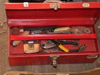 TOOlBOX OF ASSORTED TOOlS