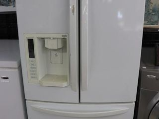 lG SIDE BY SIDE FRIDGE WITH WATER AND ICE